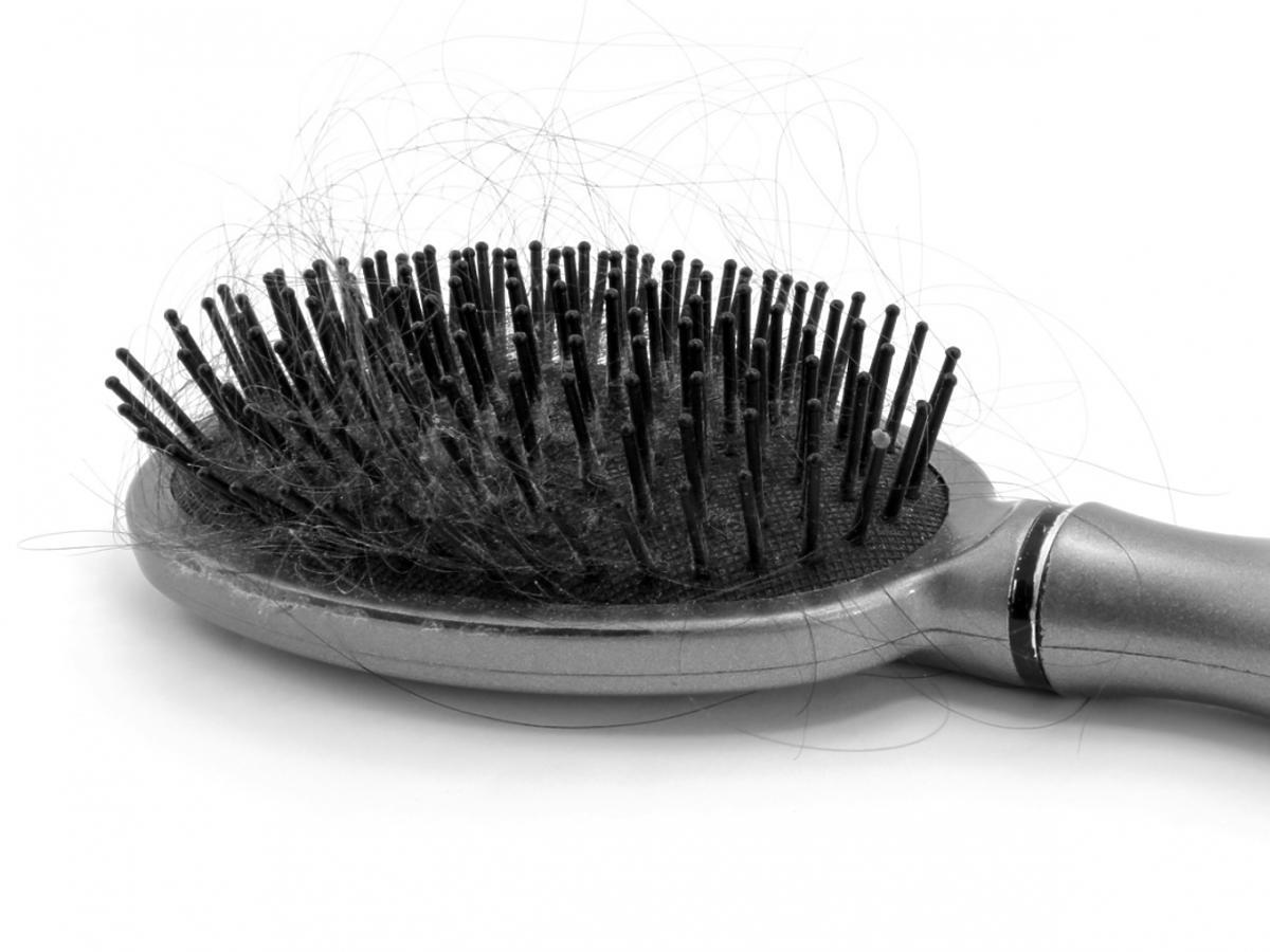 Brudna szczotka do włosów