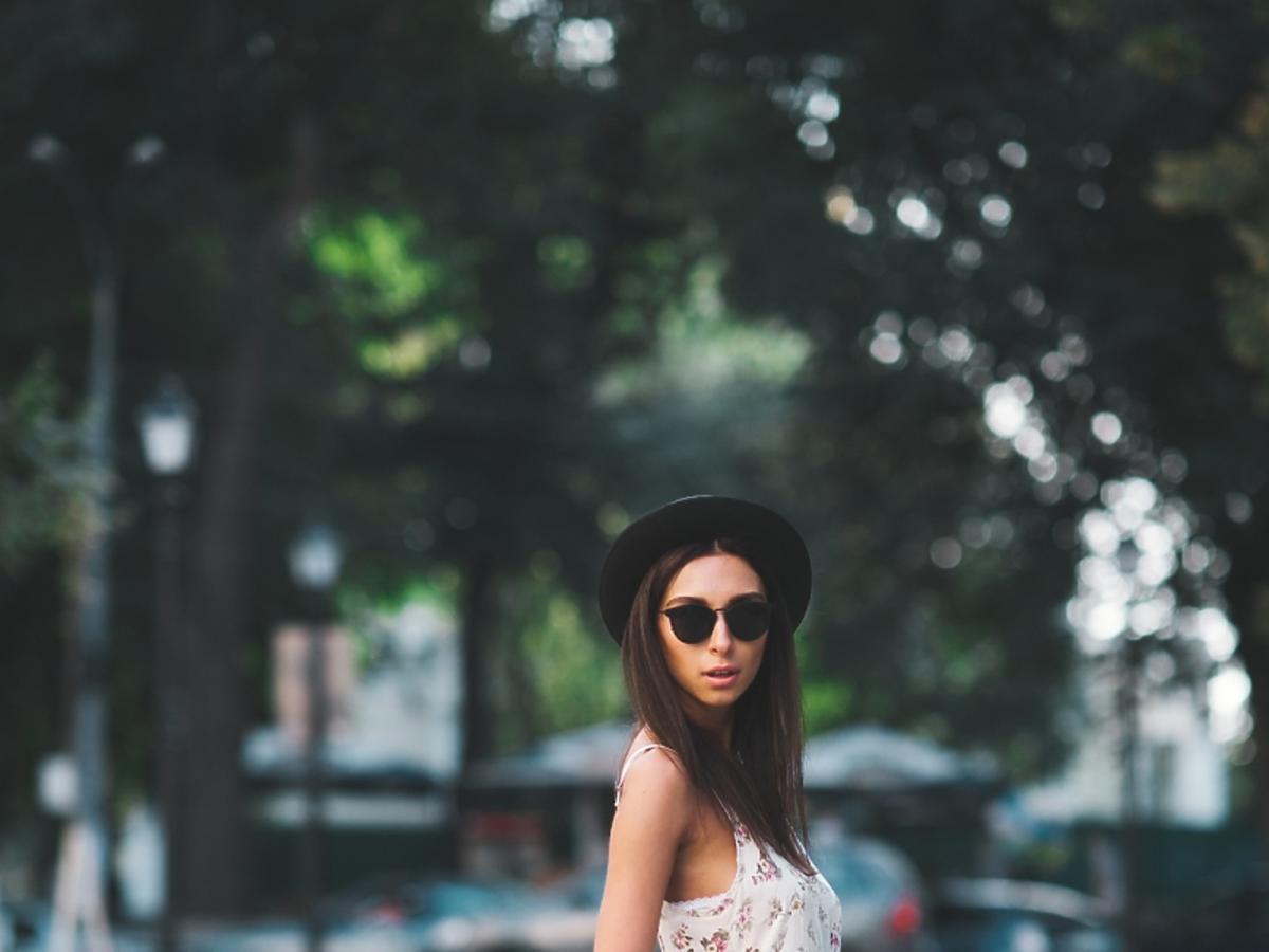 brunetka w sukience boho