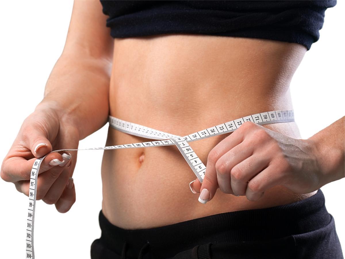 Brzuch z centymetrem