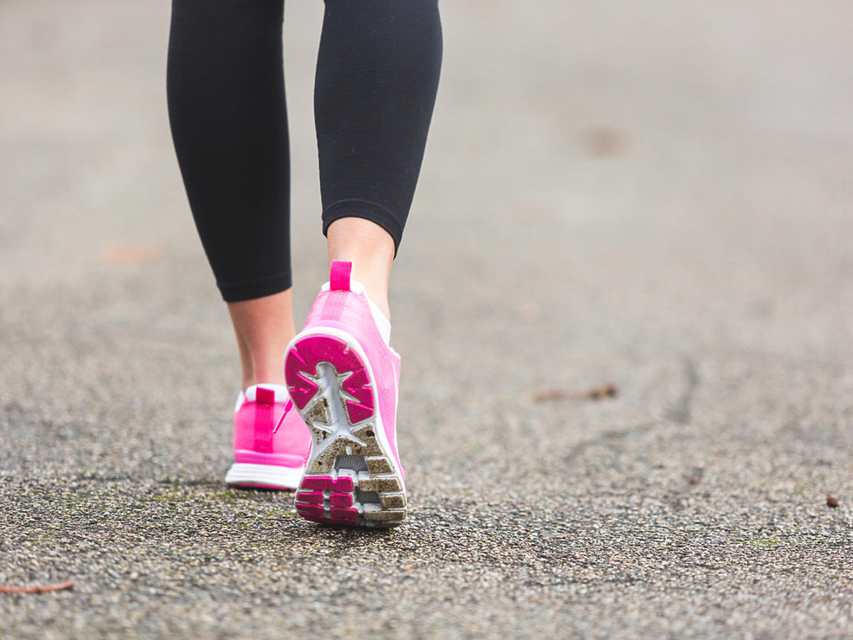Buty do biegania na nogach kobiety.