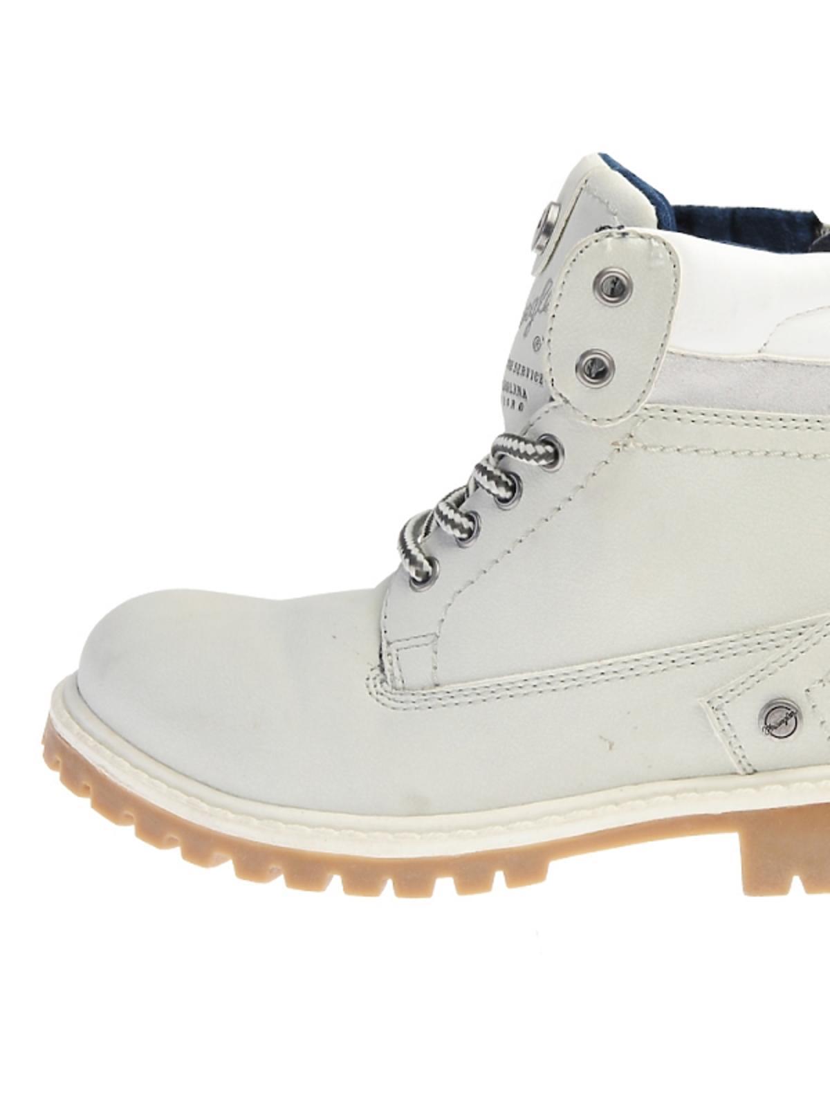 buty trapery w kolorze białym