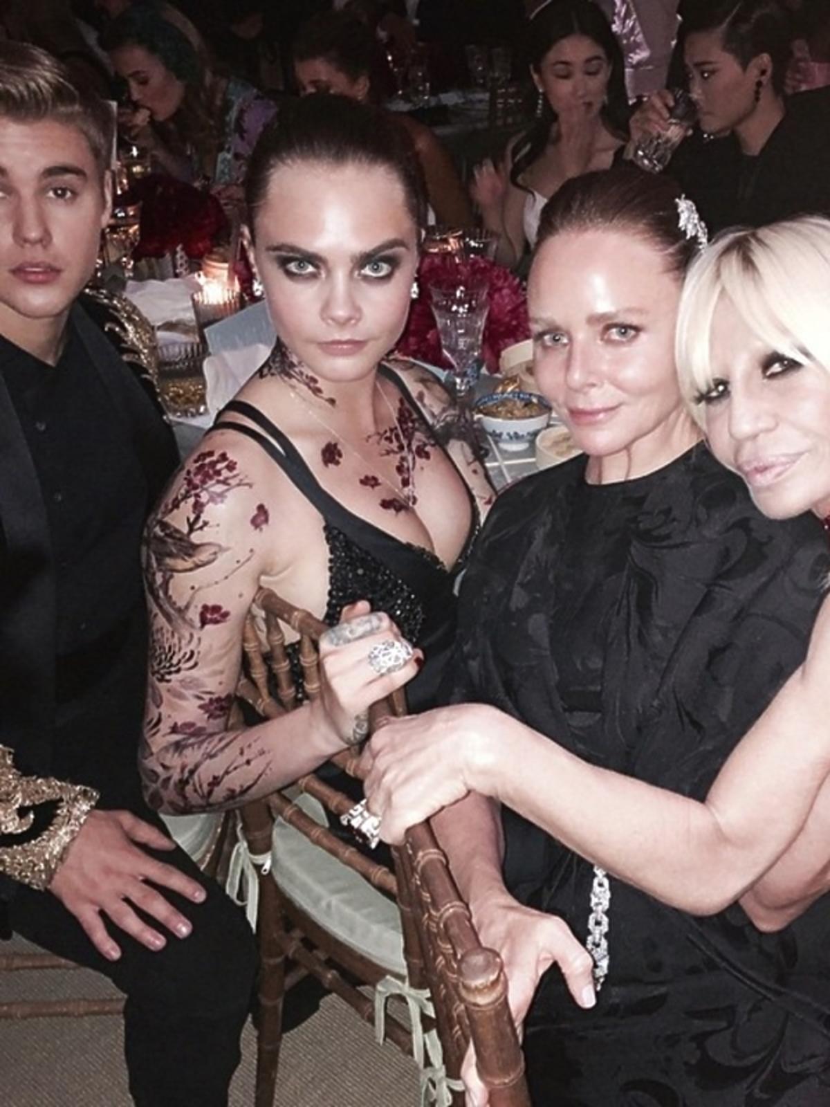 Cara Delevigne i Donatella Versace na MET Gali 2015