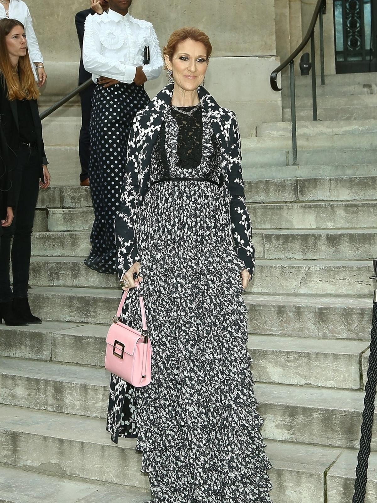 Celine Dion w wielkiej czarno-białej sukni