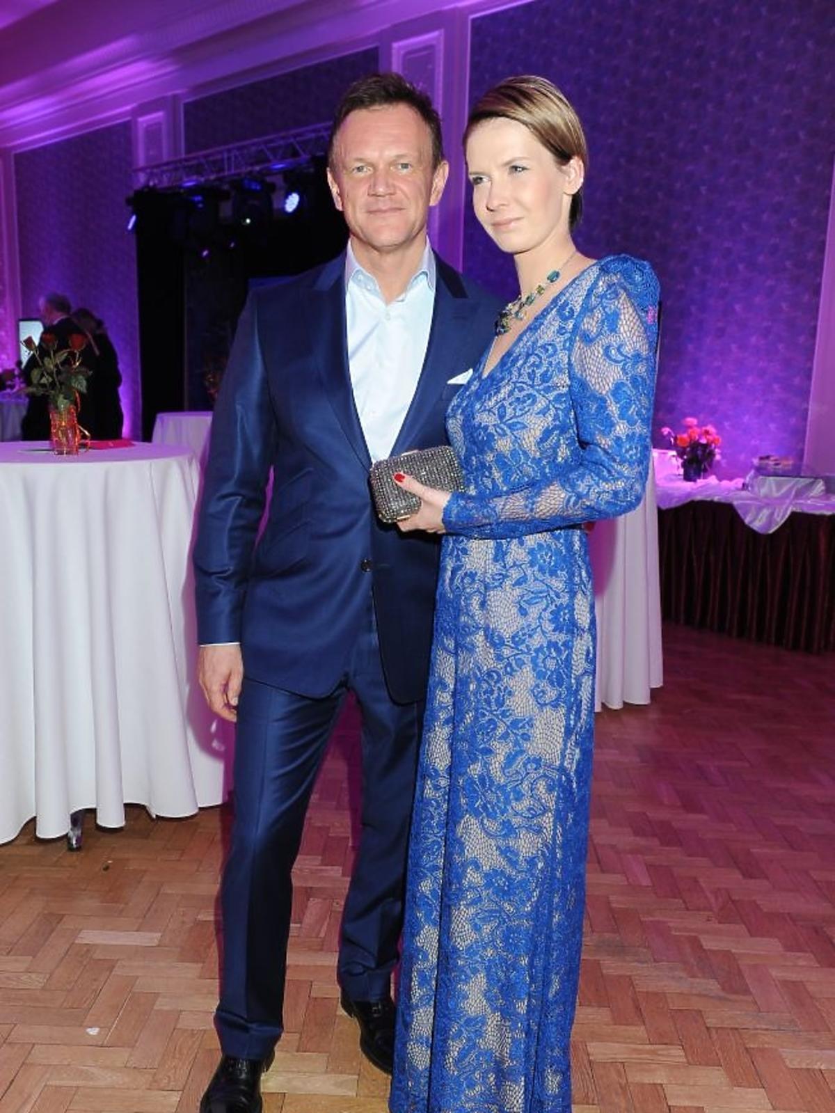 Cezary Pazura z żoną na premierze sztuki