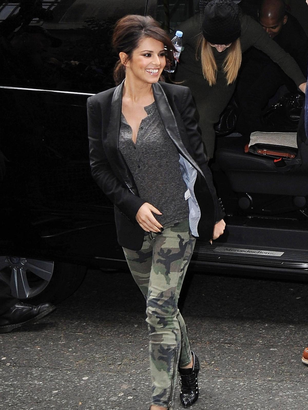 Cheryl Cole w spodniach moro