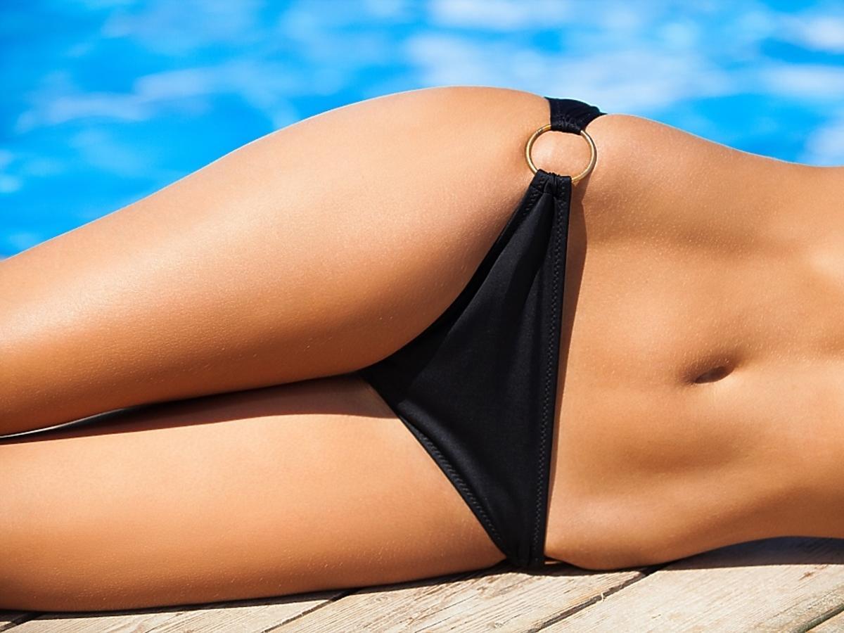 ciało kobiety w bikini