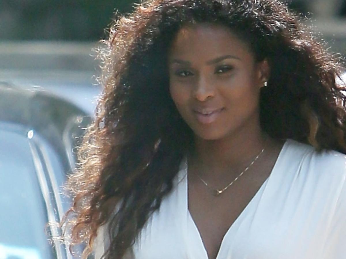 Ciężarna Ciara w drodze na imprezę do Kardashianów