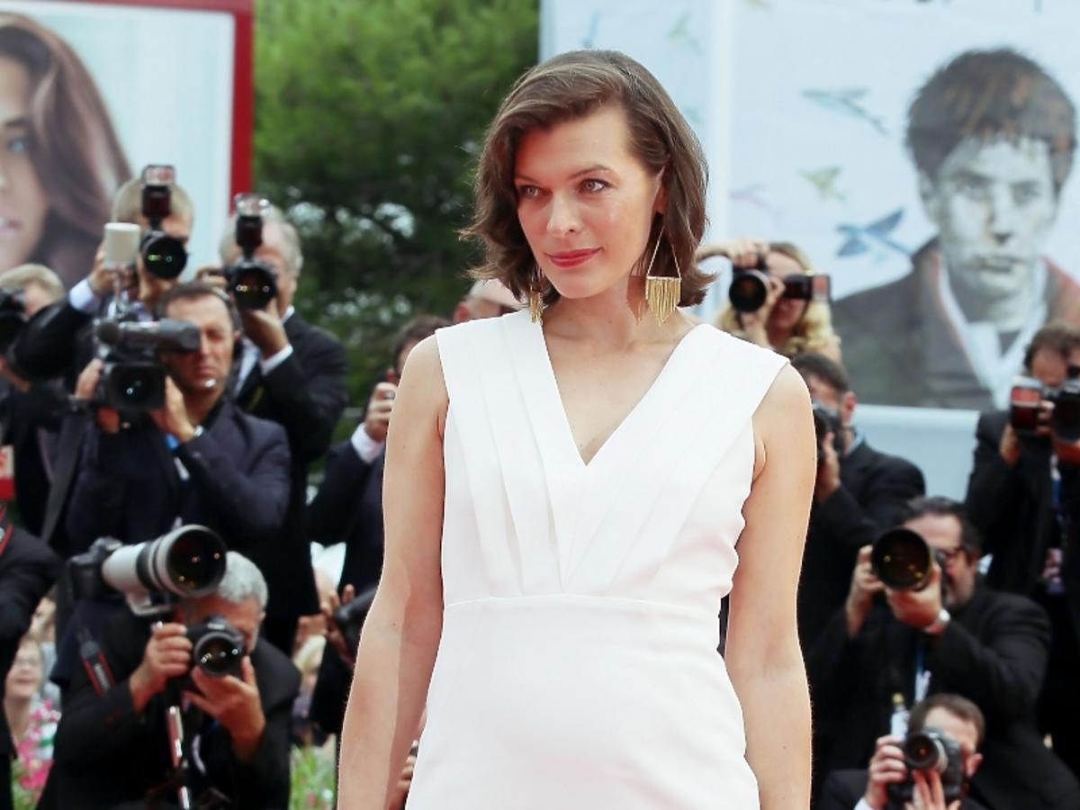 Ciężarna Milla Jovovich na Festiwalu Filmowym w Wenecji