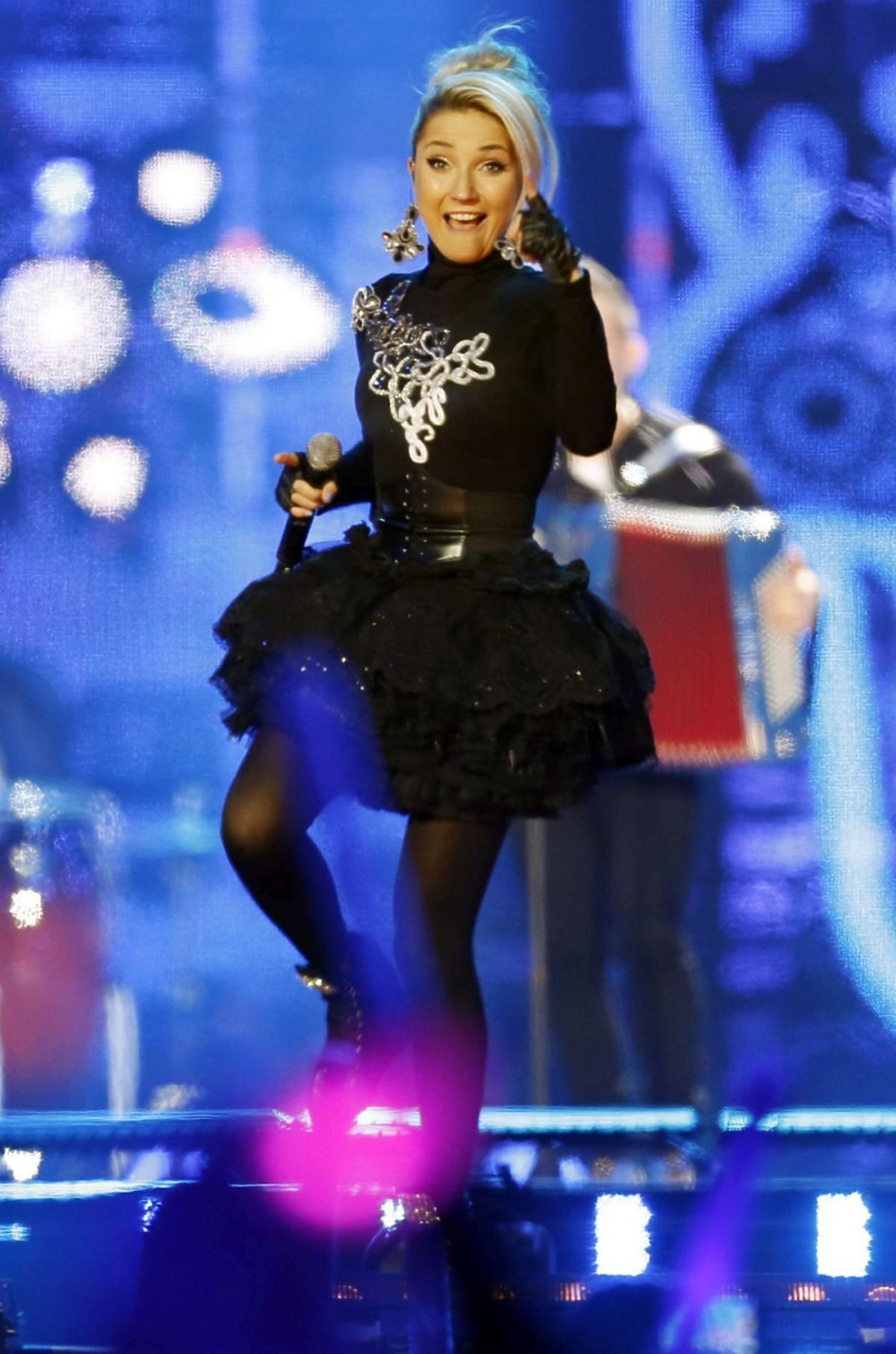 Cleo w czarnym stroju