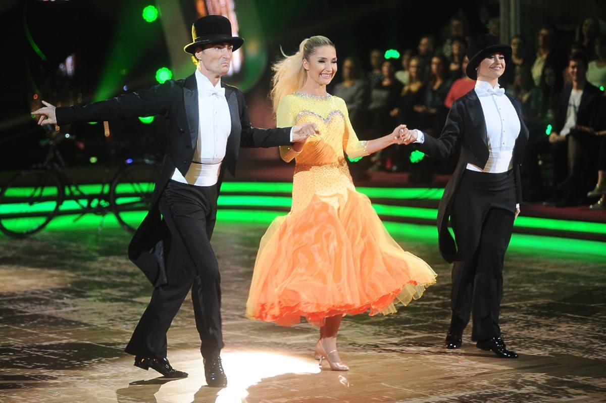 Cleo w pomarańczowej sukience tańczy z Janem Klimentem i Waleriją Żurawlewą