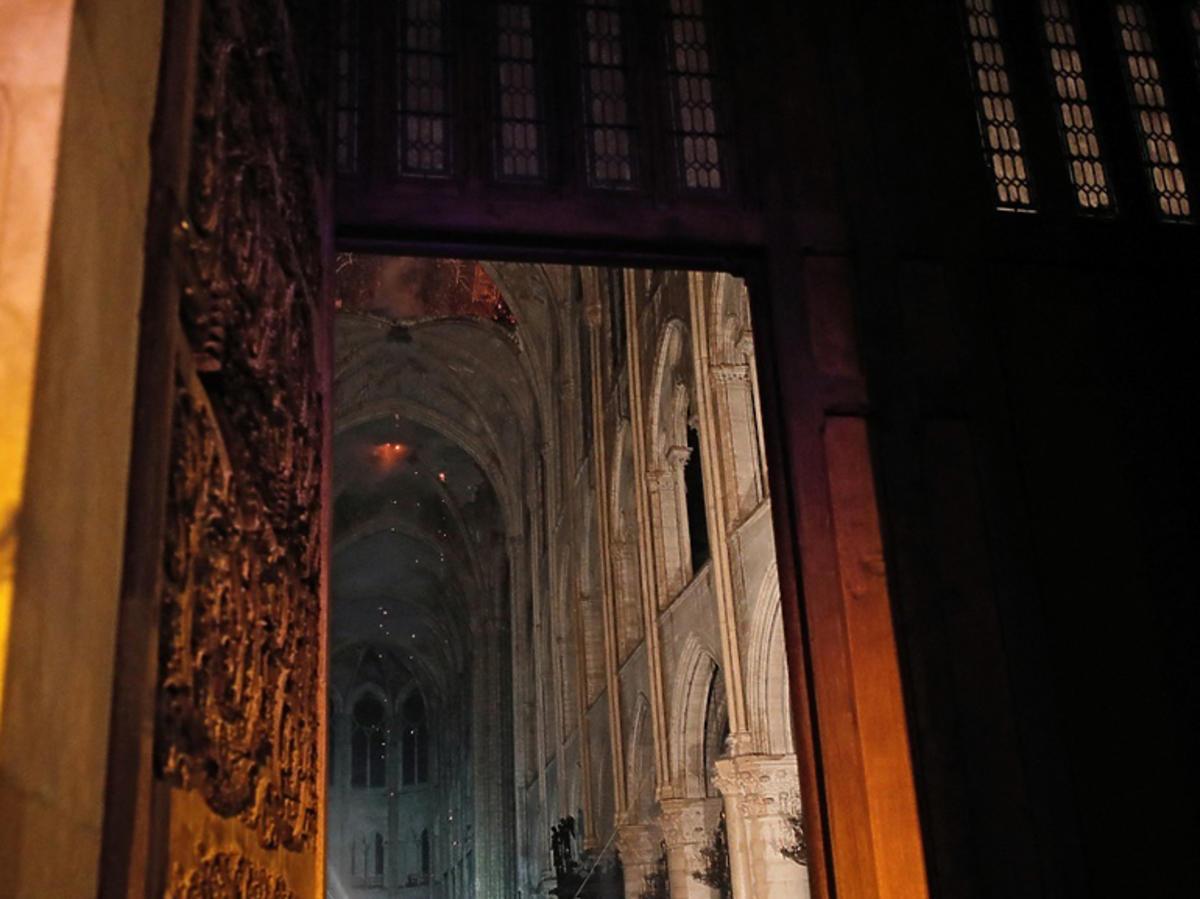 Co ocałało po pożarze w katedrze Notre Dame