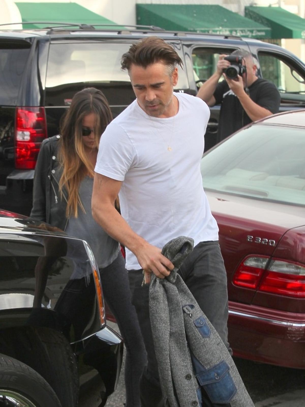 Colin Farrell w białej koszulce