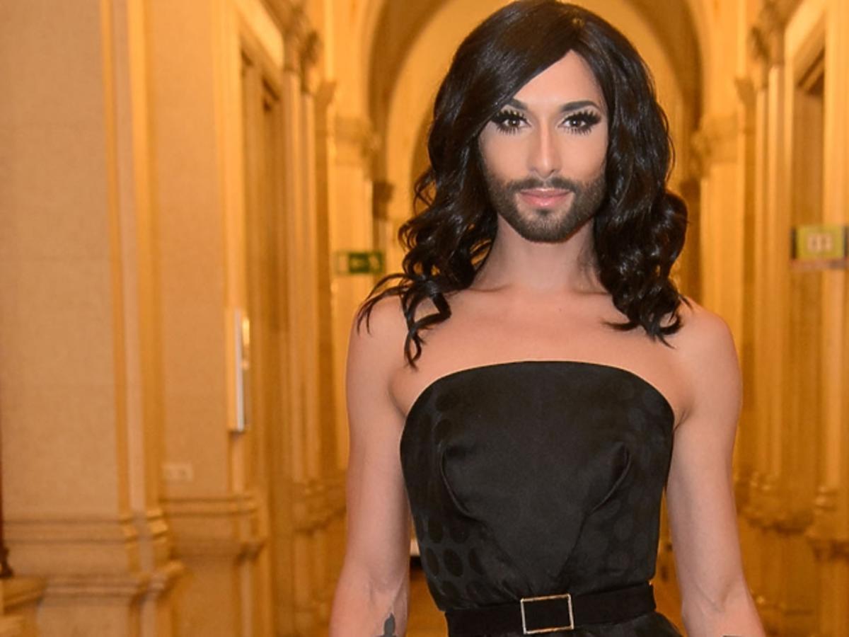Conchita Wurst w czarnej sukni
