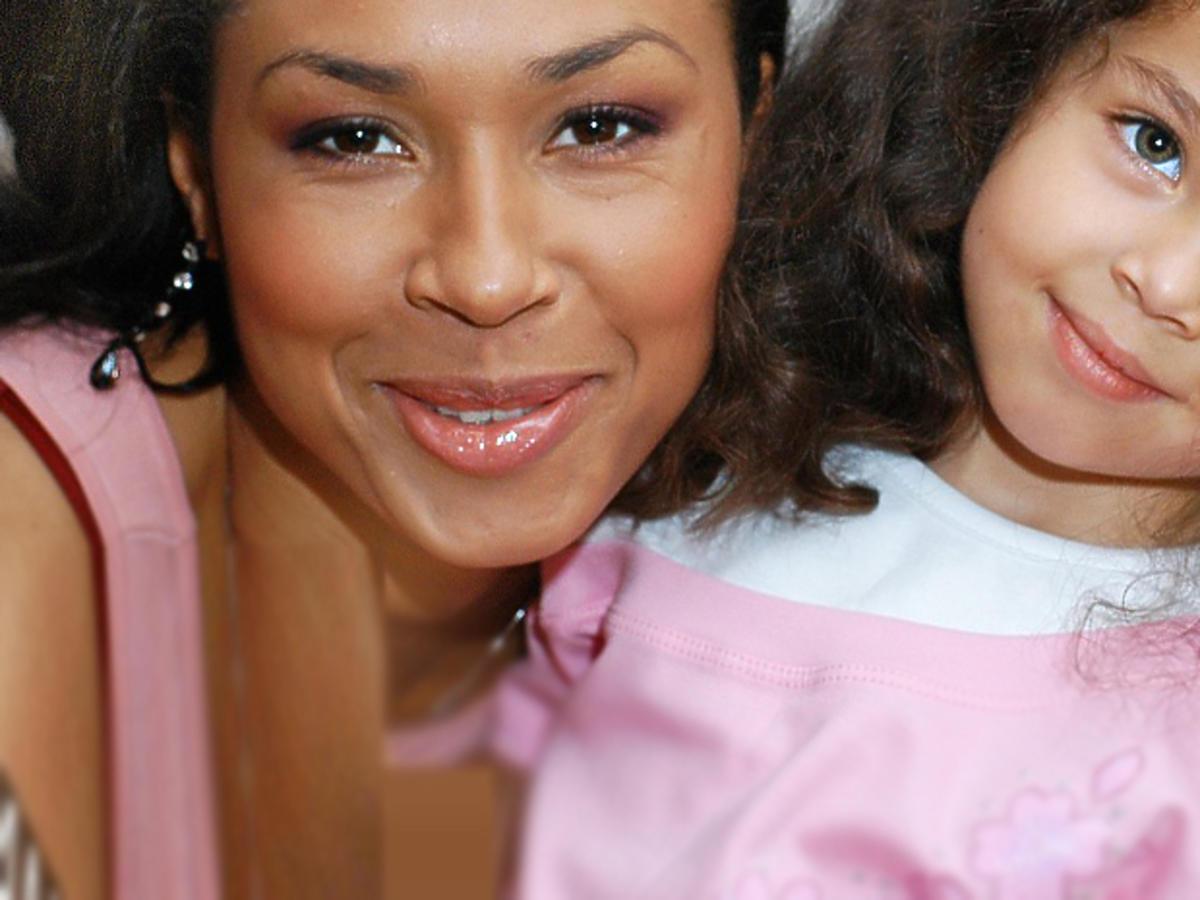 Córka Omeny Mensah Vanessa stała się atrakcyjną kobietą! Poznalibyście ją?
