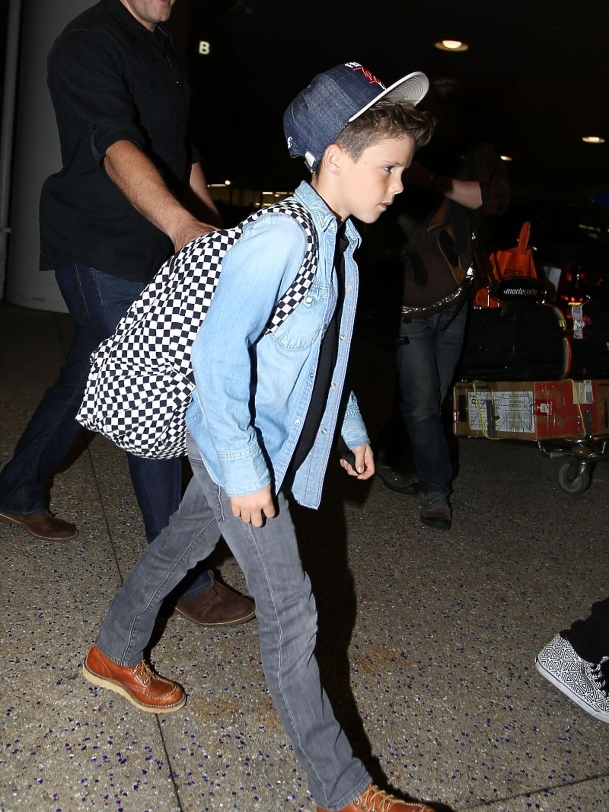 Cruz Beckham na lotnisku