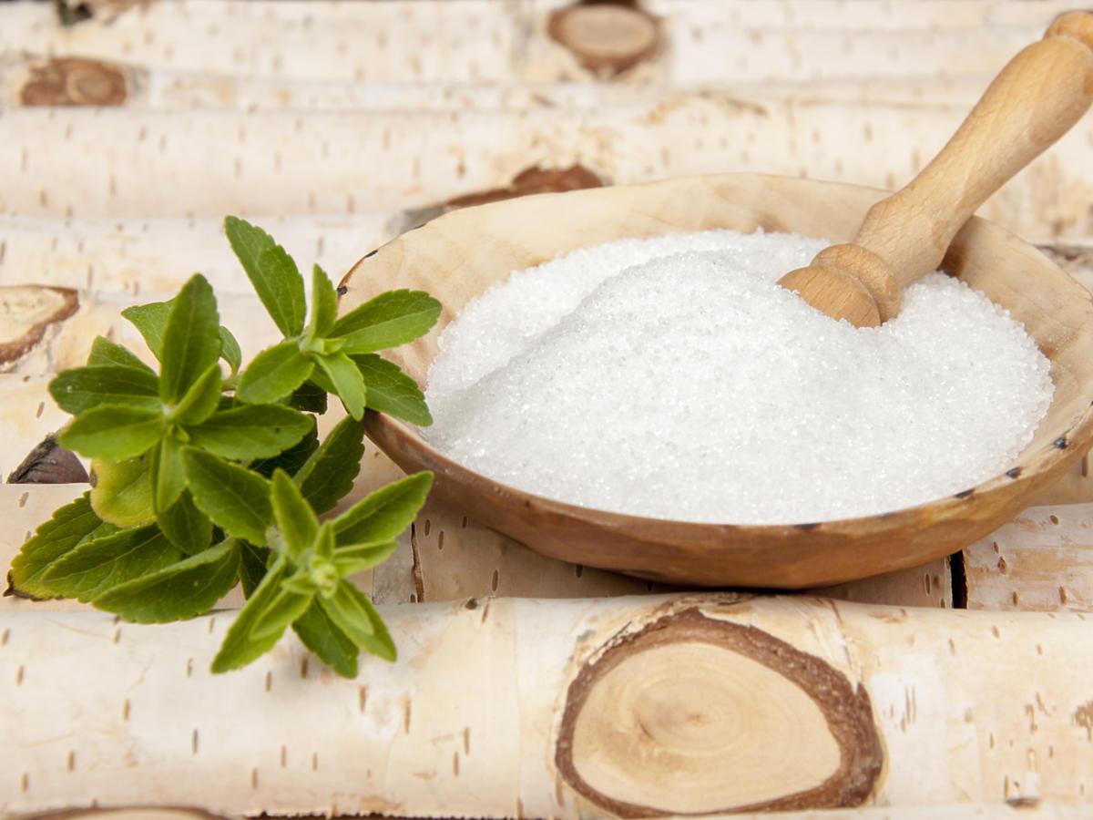 cukier brzozowy ksylitol w miseczce