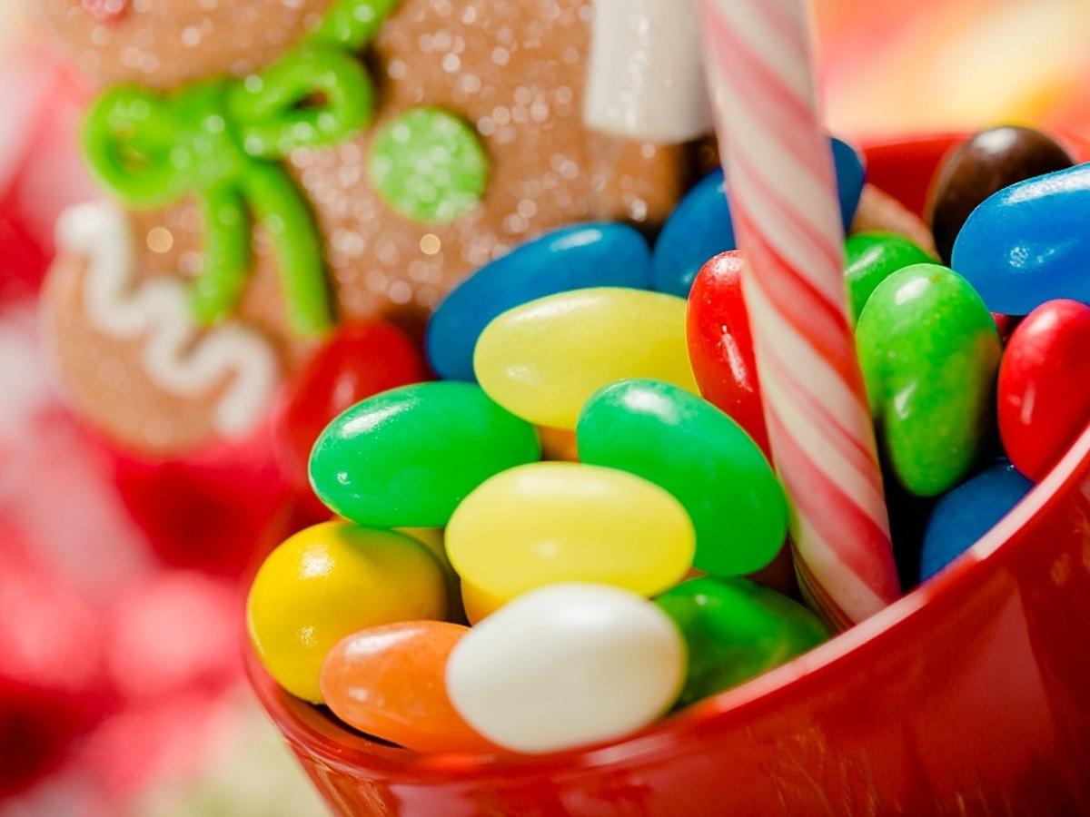 cukierki w misce