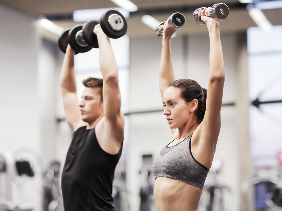 Ćwiczący ludzie