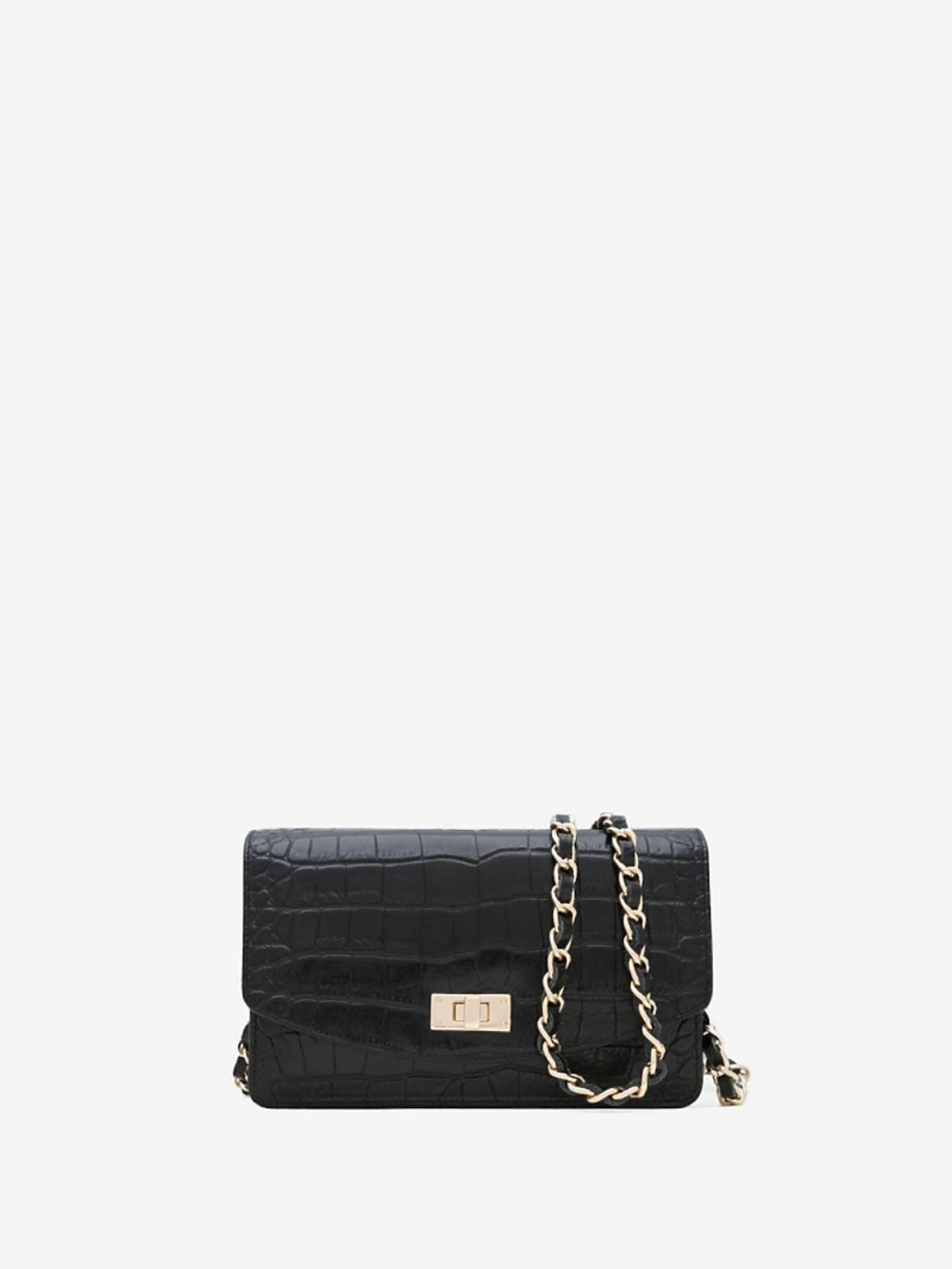 Czarna torebka na łańcuszku z fakturą wężowej skóry marki Uterque