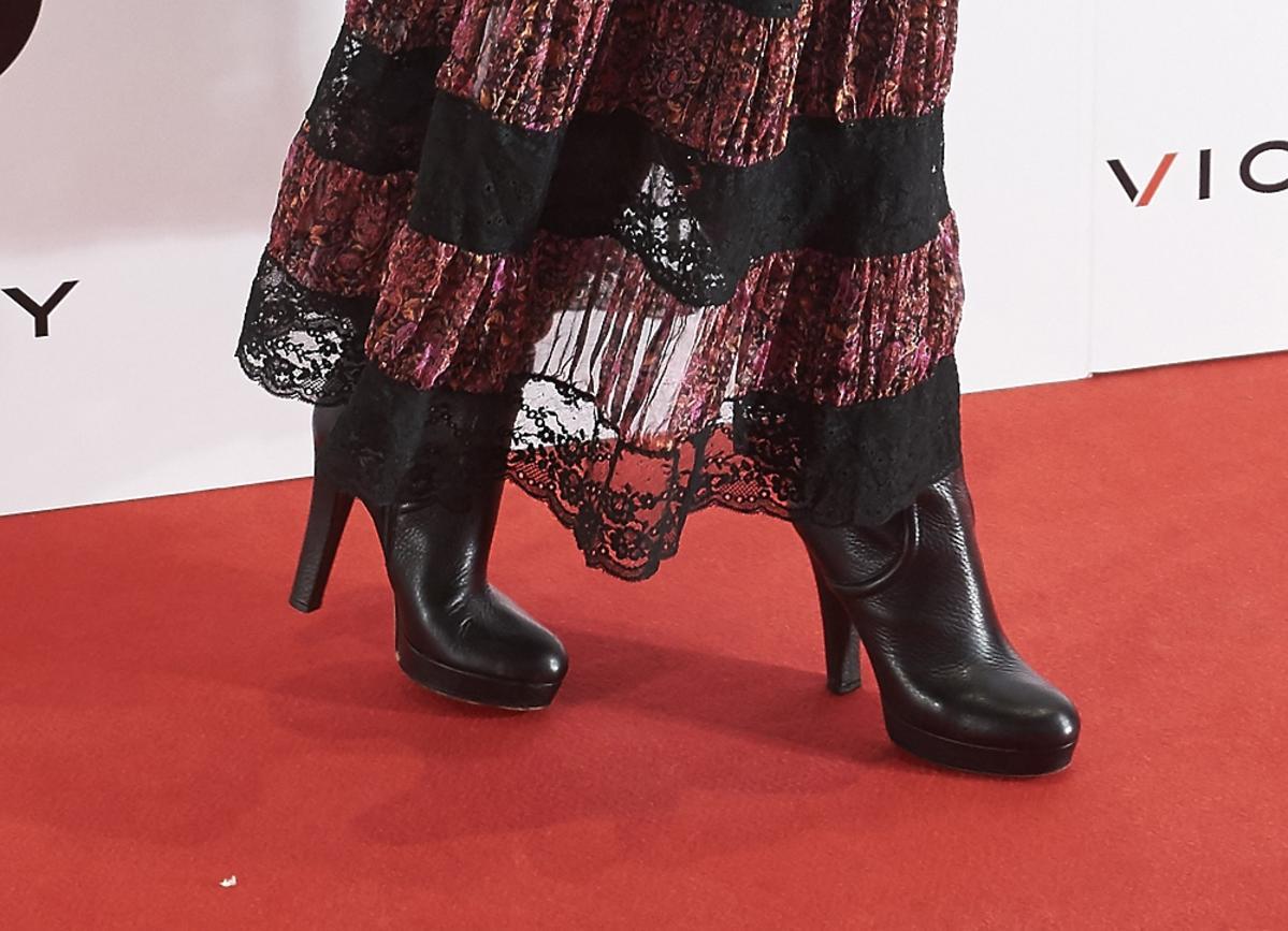 Czarne botki i zwiewna sukienka