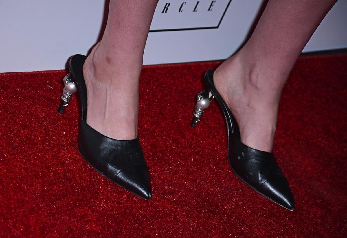 Czarne klapki na obcasie Kristen Stewart