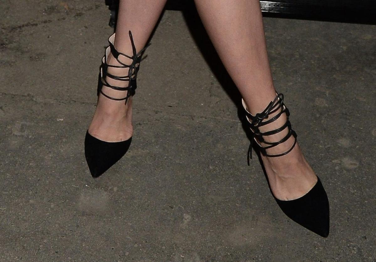 Czarne sandały wiązane w szpic