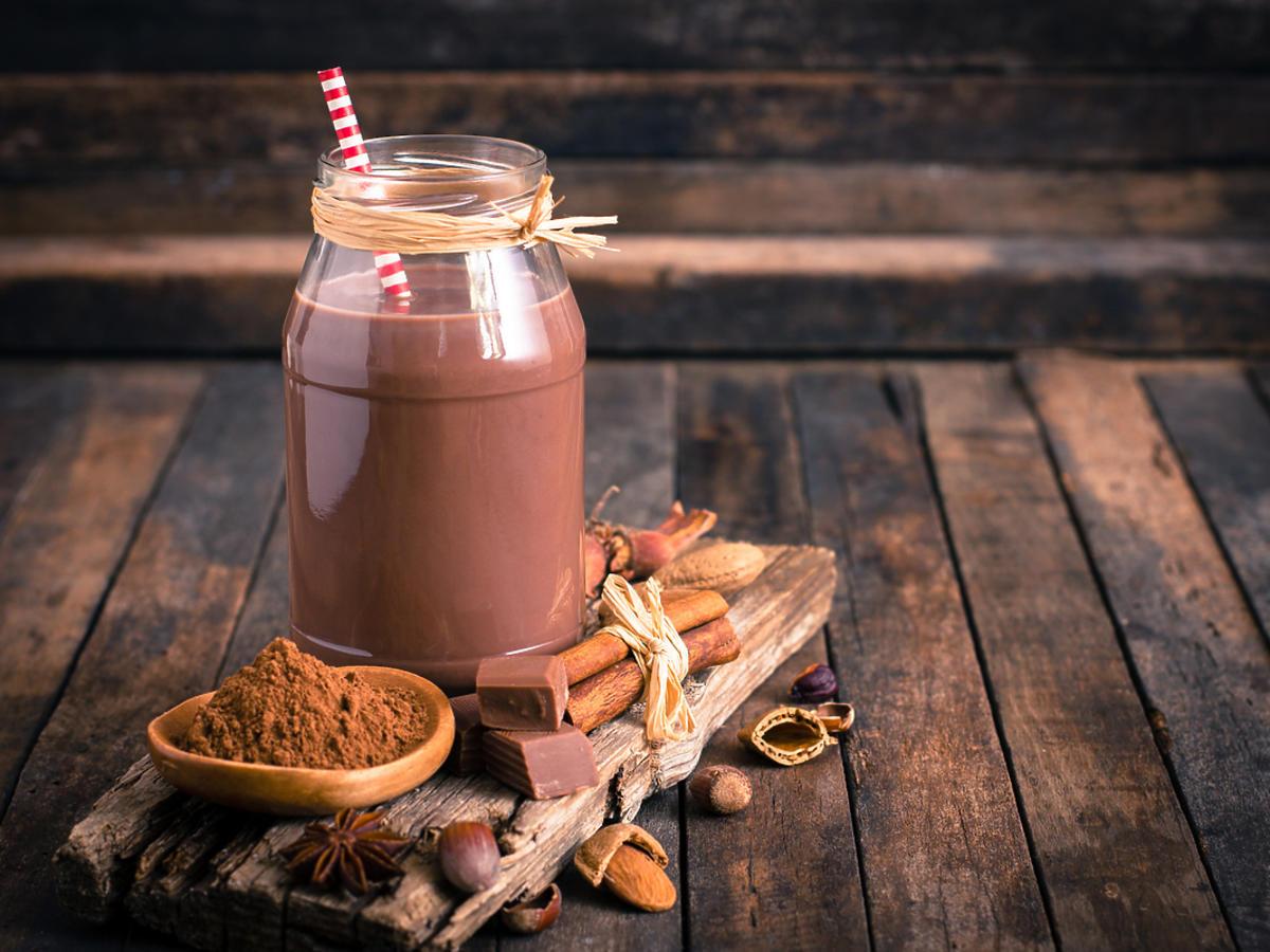 czekolada do picia w dekoracyjnym słoiku ze słomką