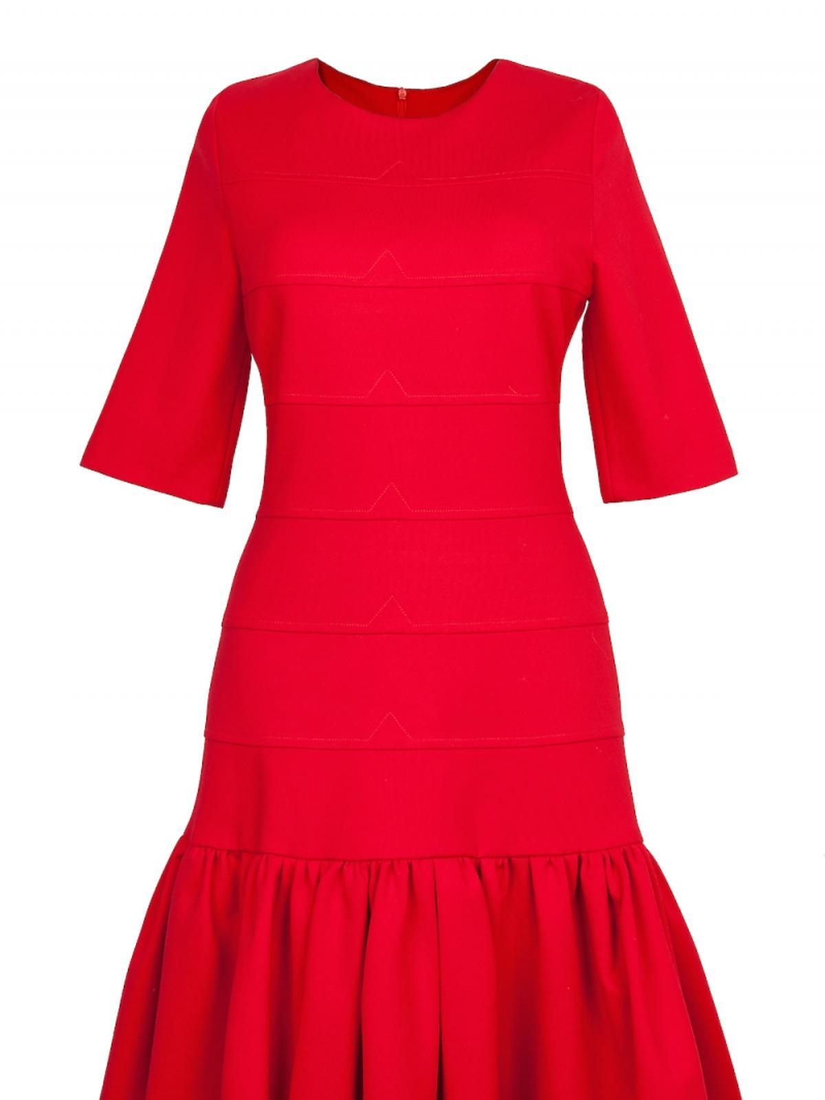 czerowna sukienka z falbanami