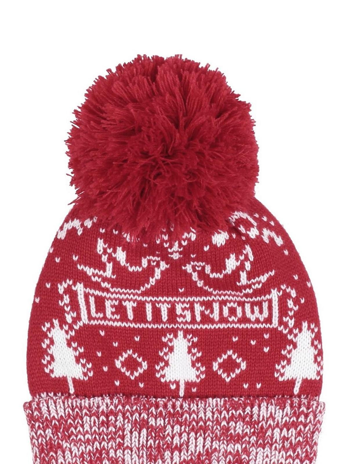 czerwona czapka we wzory z pomponem