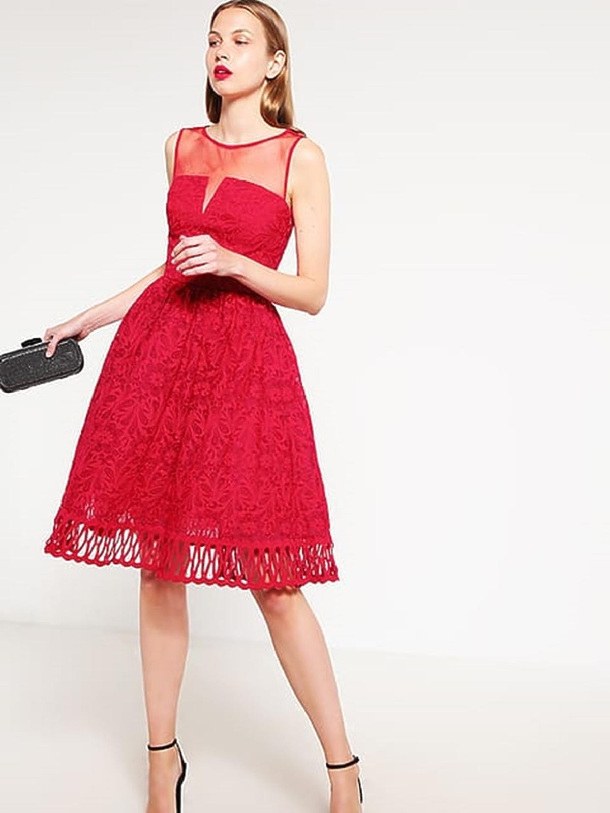 Czerwona sukienka, Chi Chi London (Zalando.pl), przeceniona z 379,00 zł na 189,50 zł
