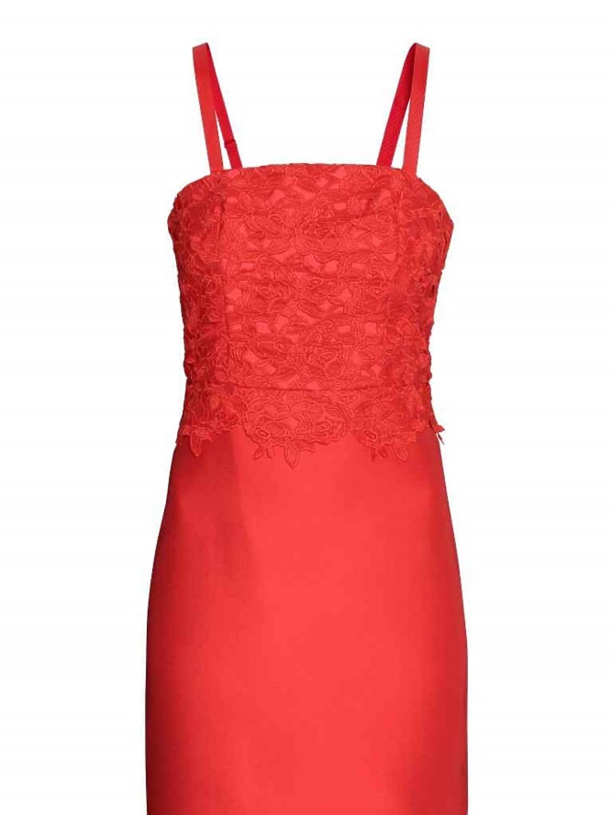 Czerwona sukienka z koronką, H&M, przeceniona z 229,00 zł na 68,90 zł