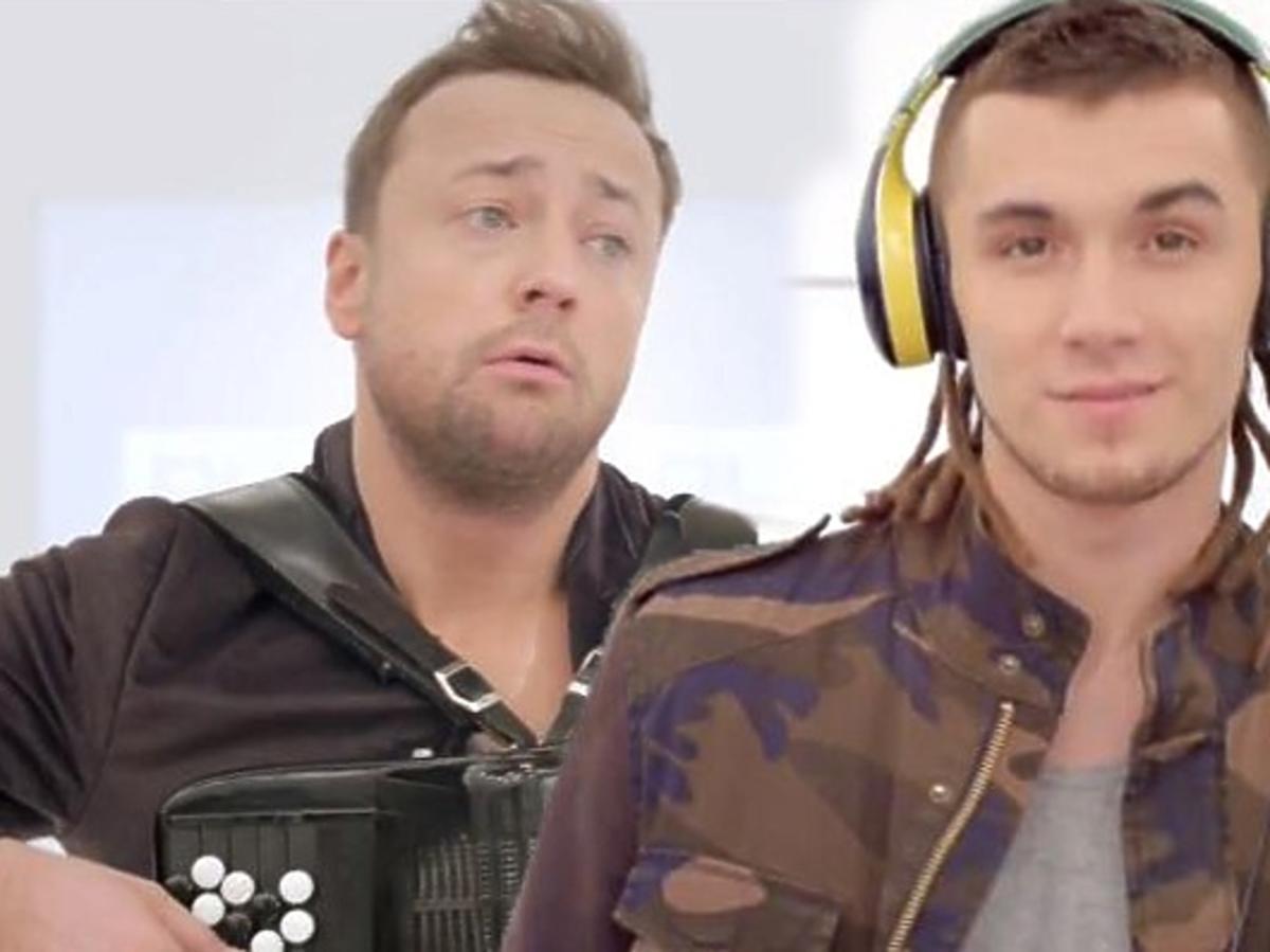 Czesław Mozil i Kamil Bednarek w reklamie Play