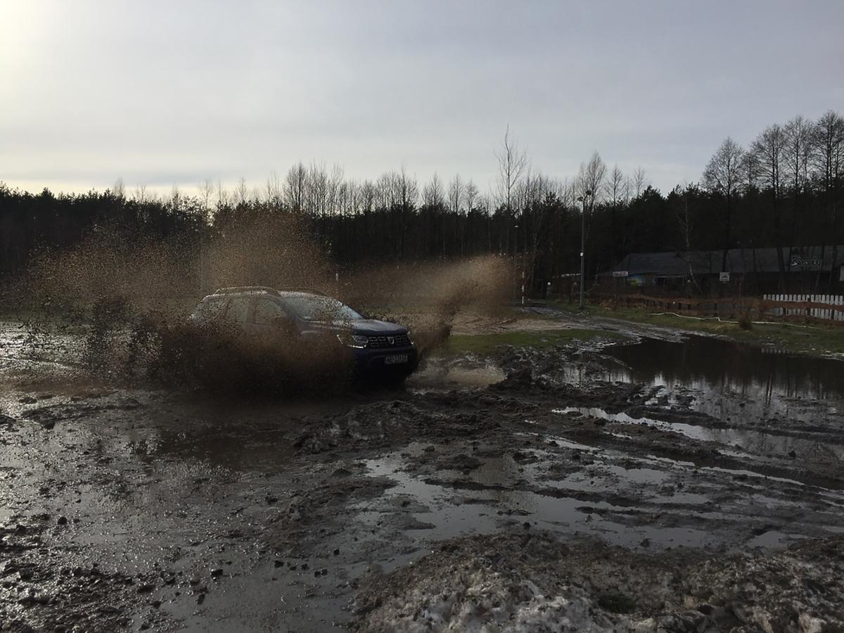 Dacia Duster próba terenowa z Krzysztofem Hołowczycem