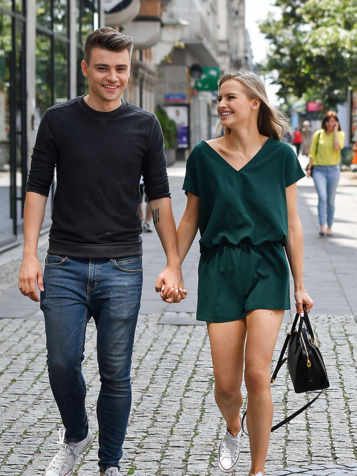 Damian Kordas i Karolina Pisarek na spacerze