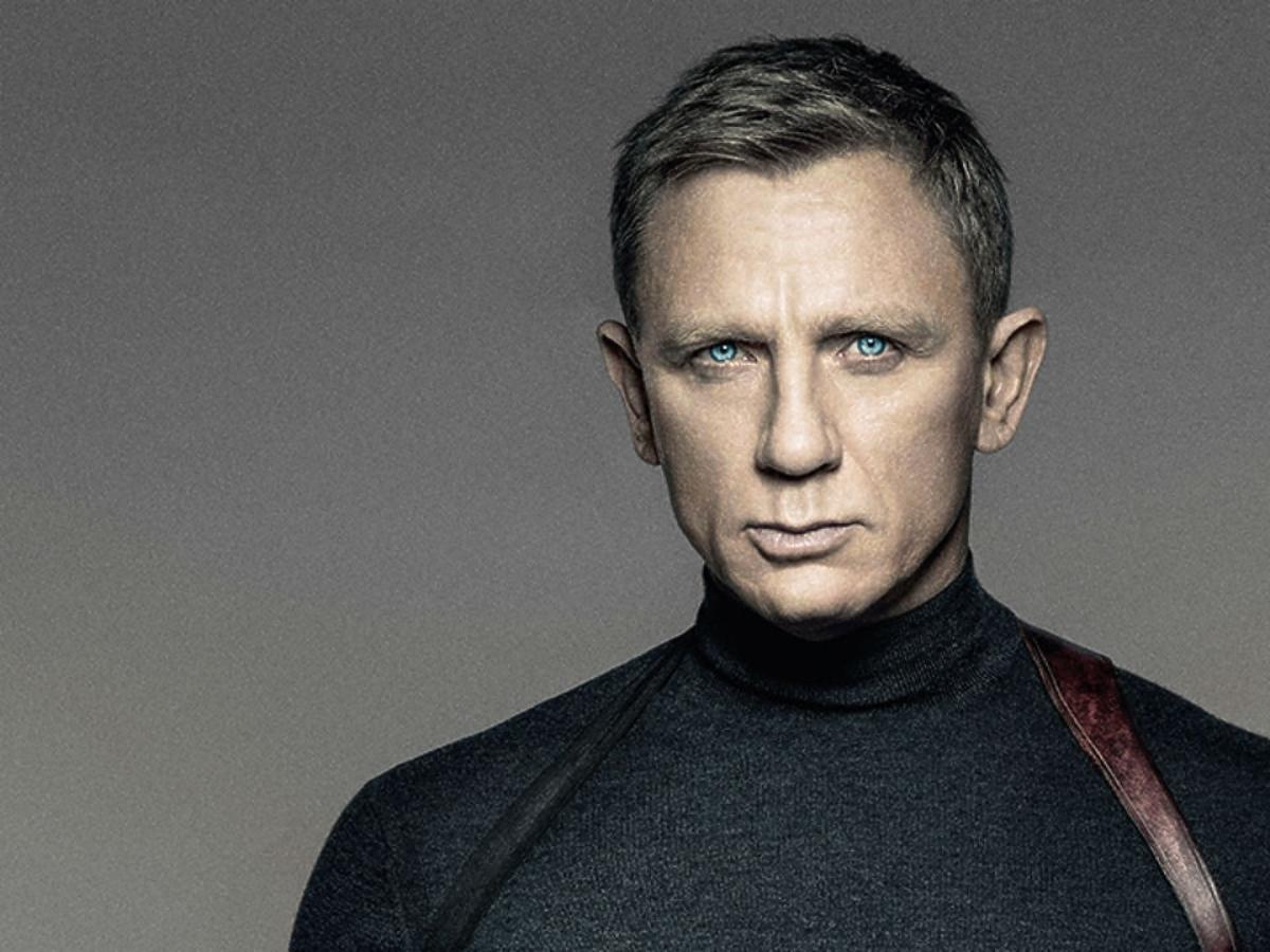 Daniel Craig w swetrze na plakacie filmu Spectre