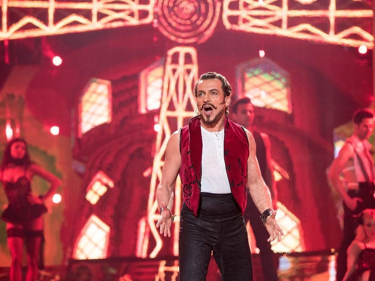 Dariusz Kordek jako Jacek Koman z filmu Moulin Rouge