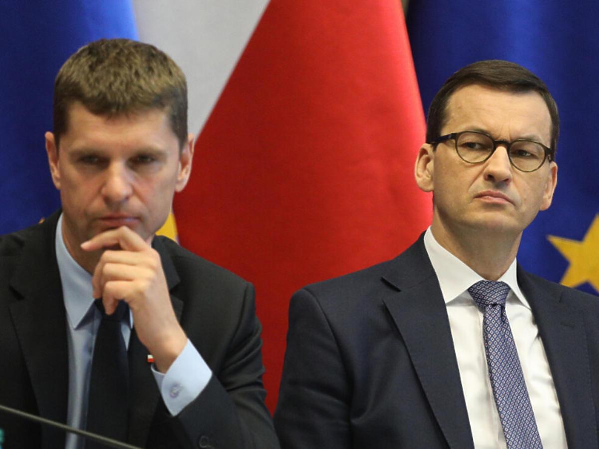 Dariusz Piontkowski i Mateusz Morawiecki na konferencji prasowej