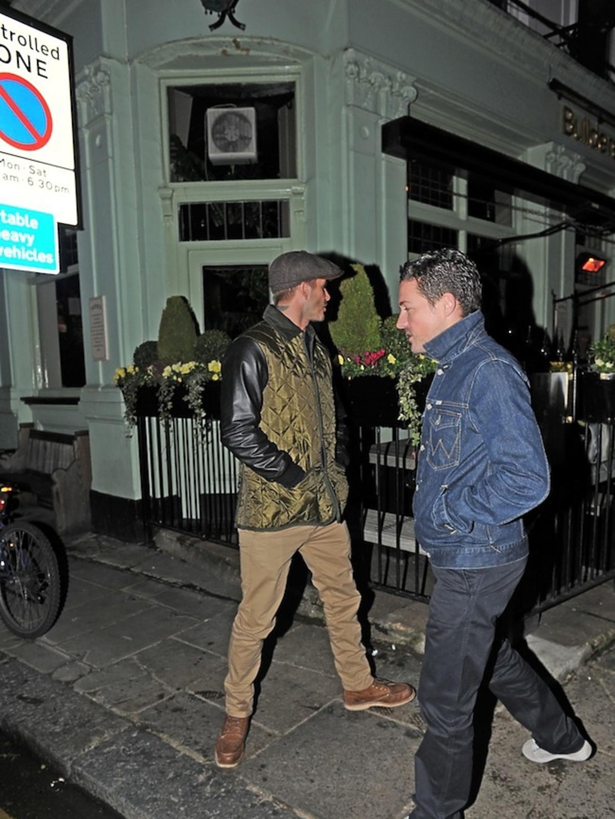 David Beckham z kumplem na imprezie w Londynie