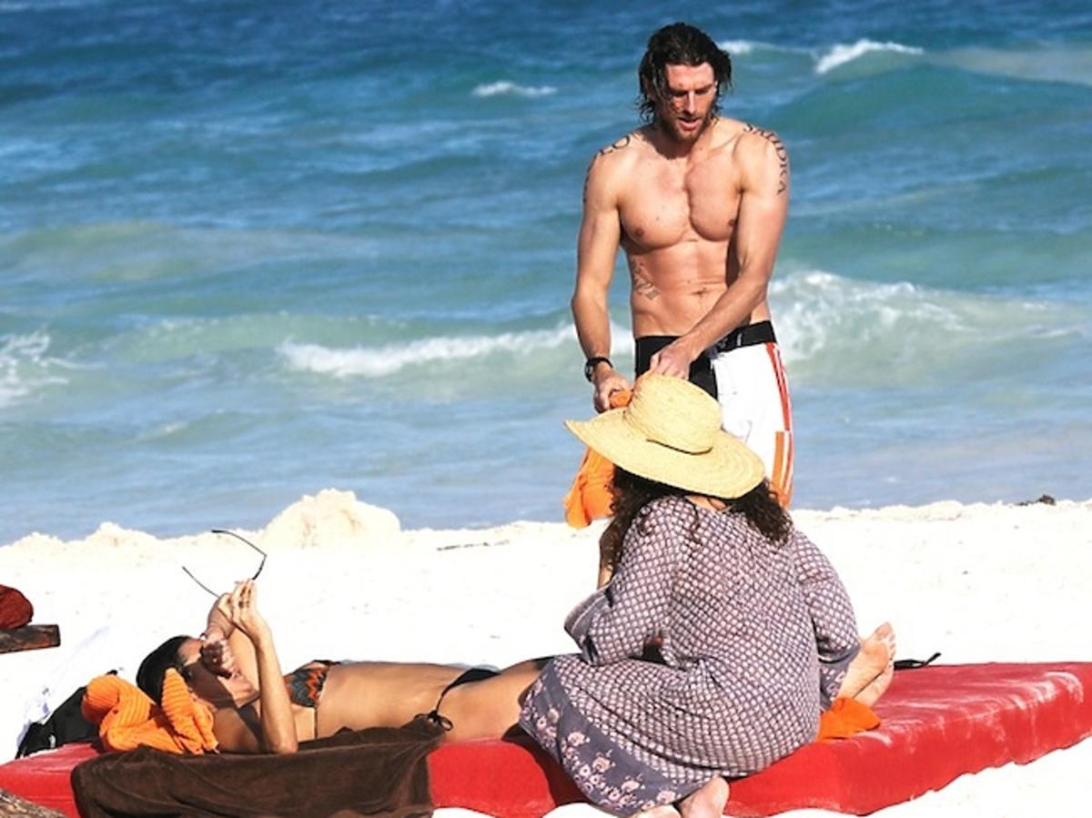 Demi Moore celulit z facetem w Meksyku