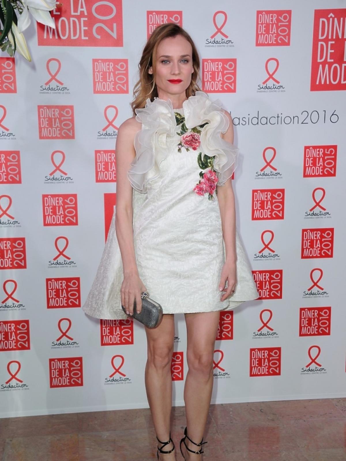 Diane Kruger w białej sukni z falbanami