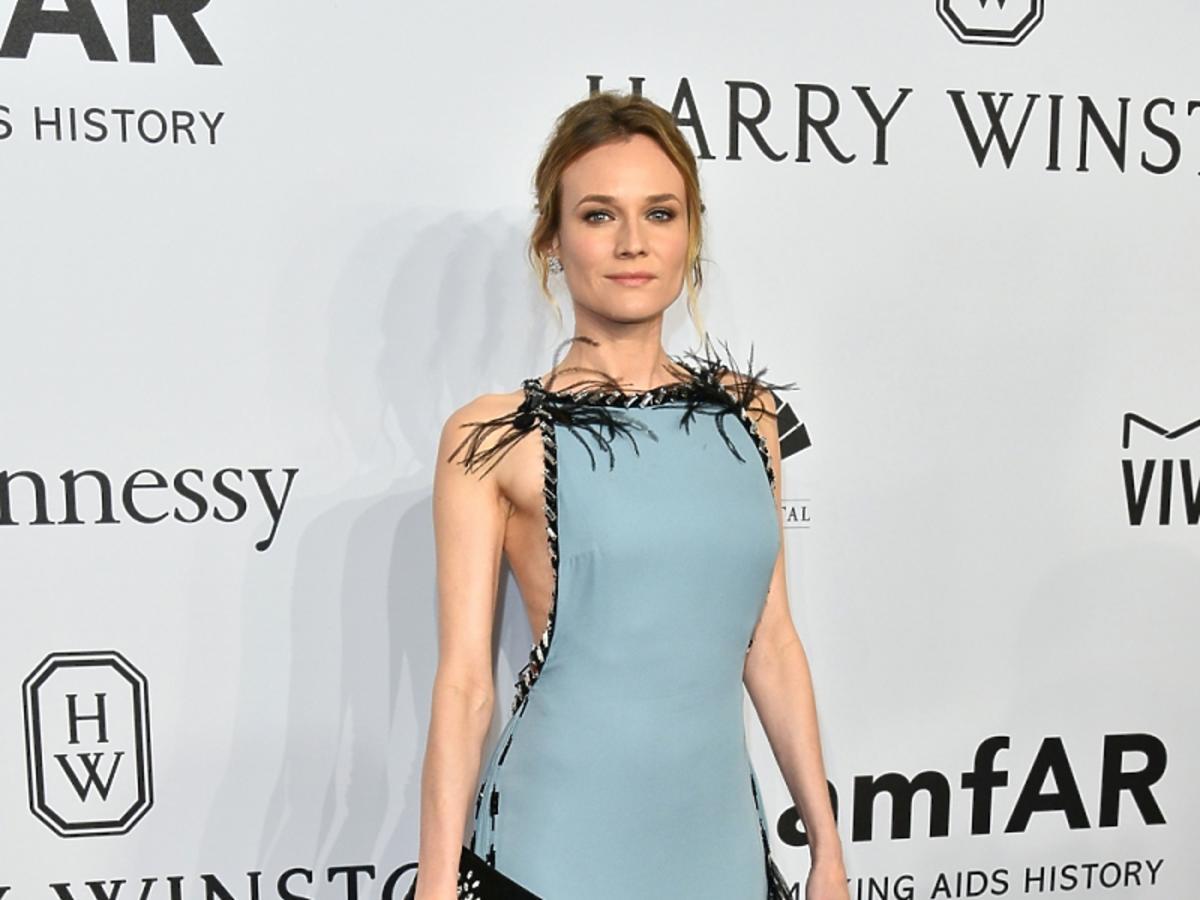Diane Kruger w długiej błękitnej sukni z czarną koronką
