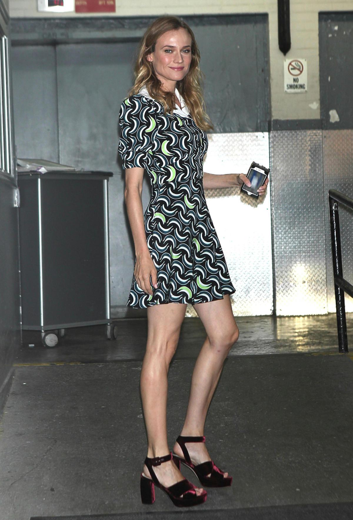Diane Kruger w krótkiej sukience w kwiaty