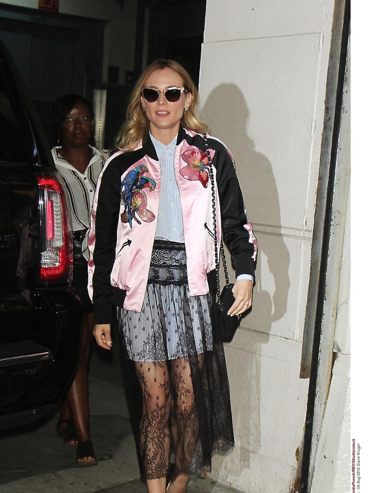 Diane Kruger w przezroczystej spódnicy szortach i  bluzie