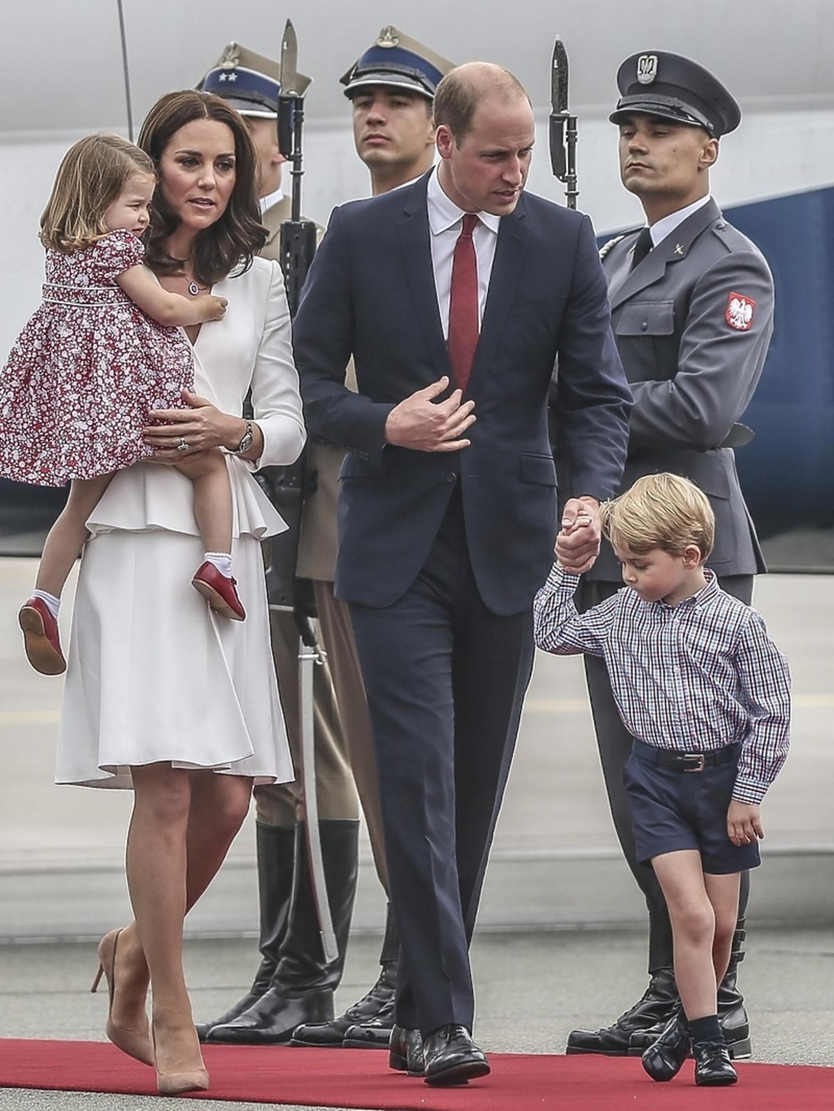 Dlaczego Książę George nosi zawsze krótkie spodenki?