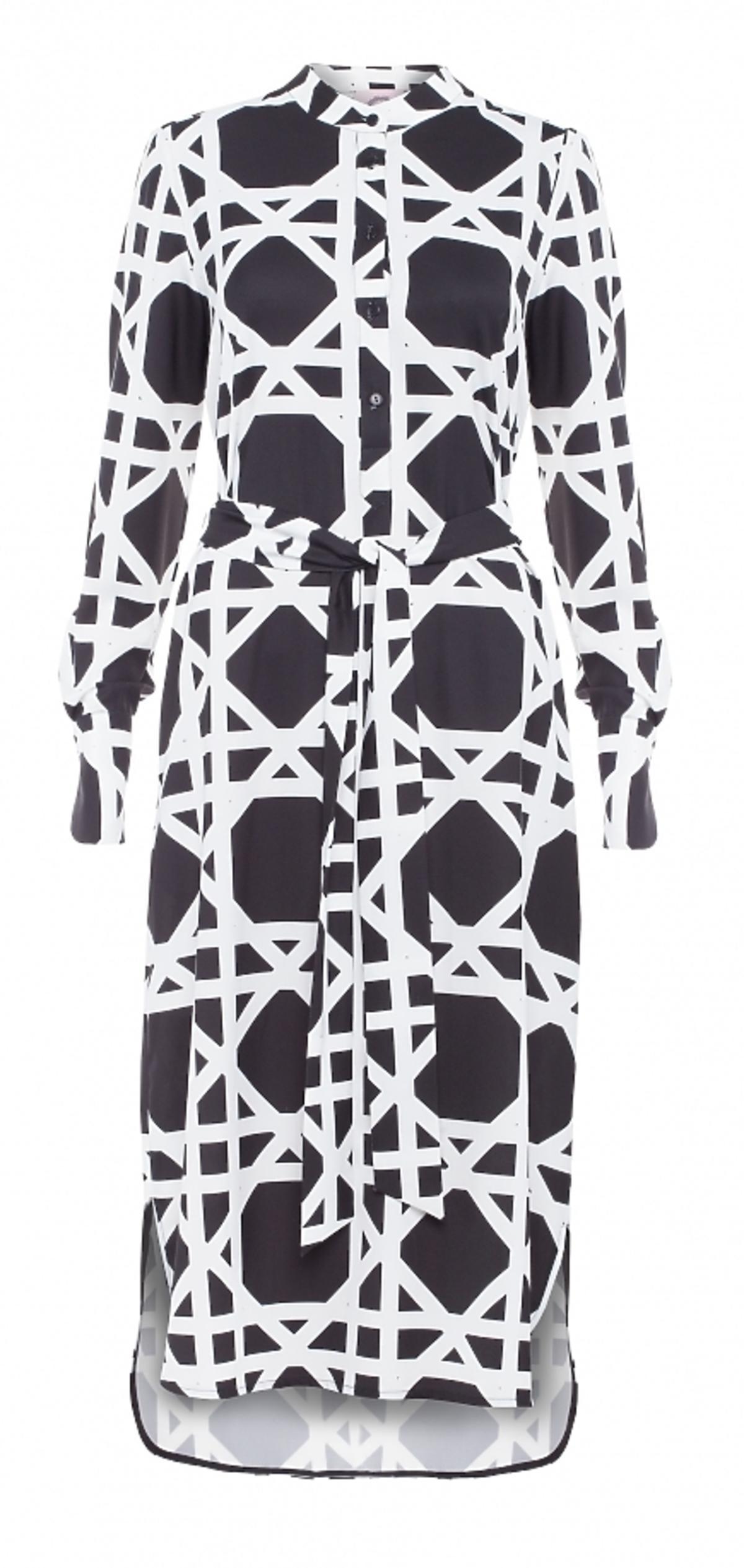 Długa koszulowa sukienka w czarno-białe geometryczne wzory