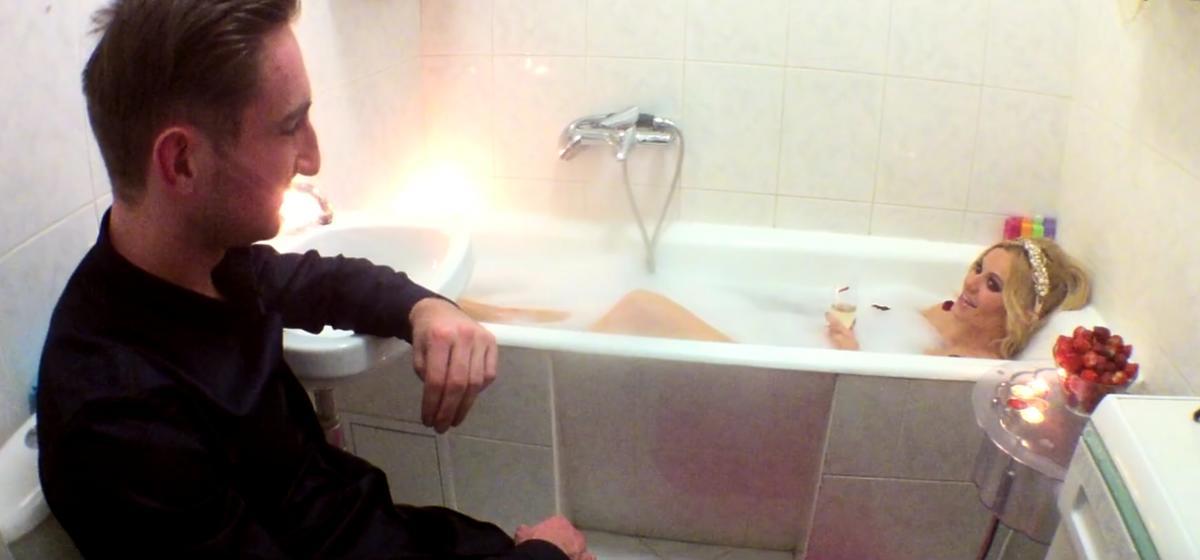 Doda nago w wannie u Jakóbiaka