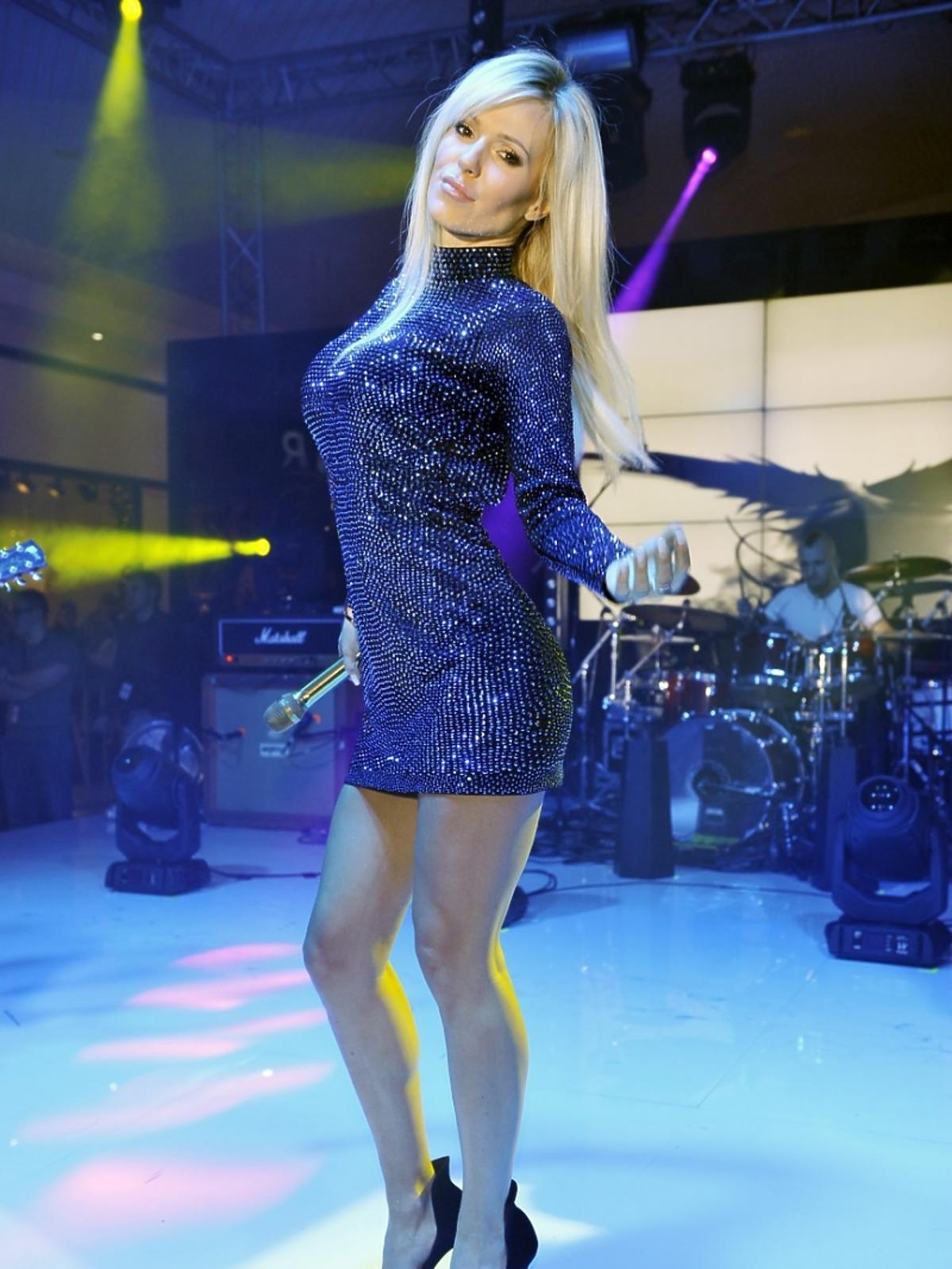 Doda w cekinowej sukience na koncert w Centrum handlowym Plejada