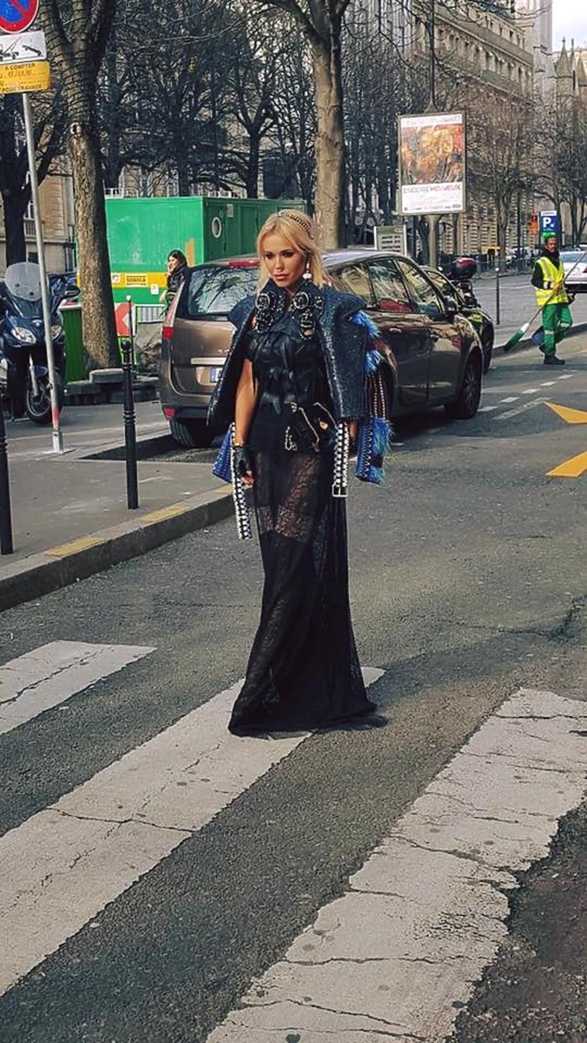 Doda w czarnej kreacji na Paryżu