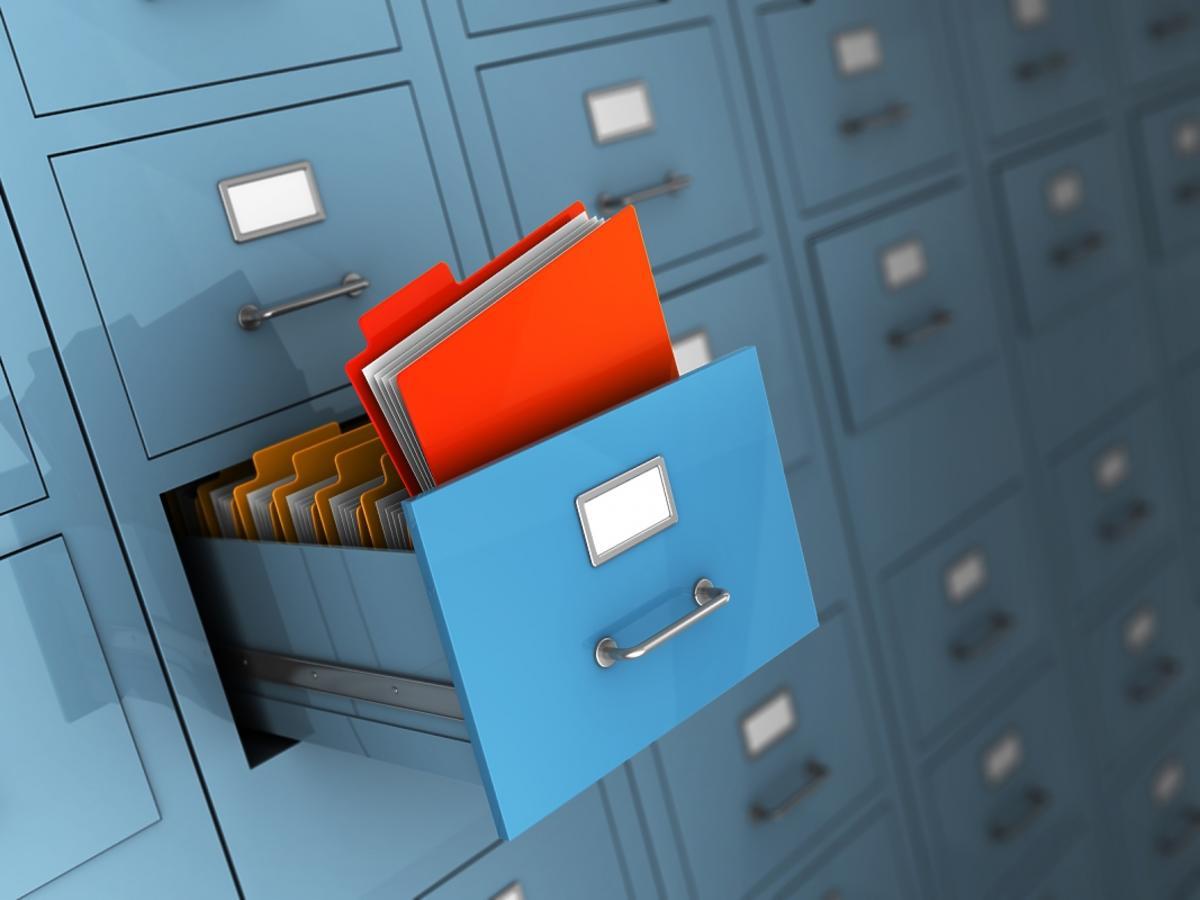 dokumenty w szafkach