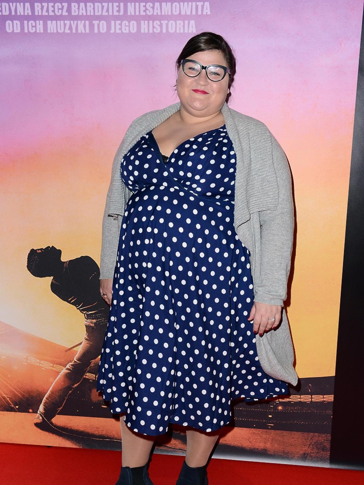 Dominika Gwit w sukience w groszki
